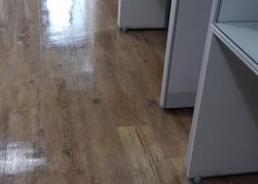 사무실 바닥청소 작업현장